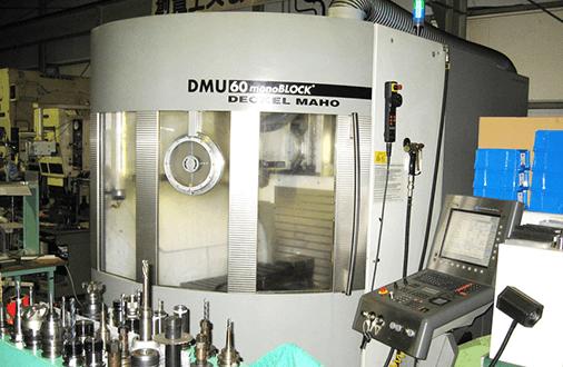5軸加工機で、最先端の技術を